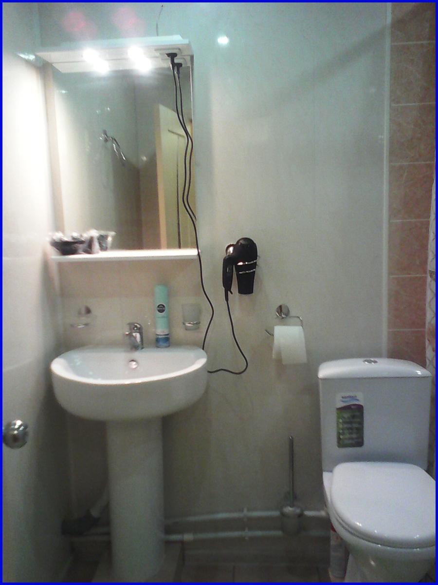 """Гостиница в Когалыме """"Северная звезда"""" Двухместный Студия «Сити» Туалет"""